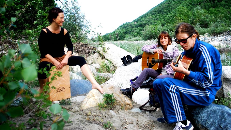 Moondrift folk acoustic guitar indie alternative relax Lady Lovely